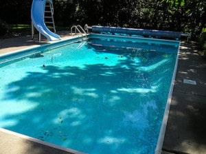 milchiges oder trübes Wasser im Pool